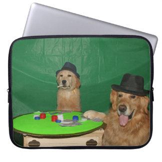 ゴールデン・リトリーバーのトランプのポーカーの子犬 ラップトップスリーブ