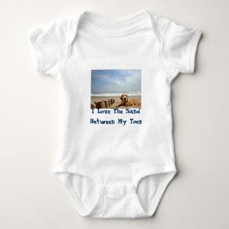 ゴールデン・リトリーバーのベビーのTシャツのSandcastles ベビーボディスーツ