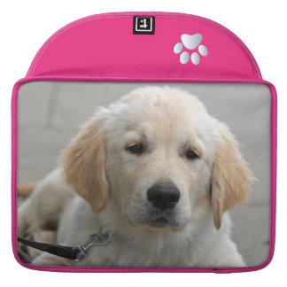 ゴールデン・リトリーバーの小犬のかわいく美しい写真 MacBook PROスリーブ