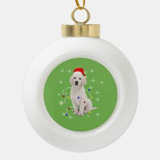 ゴールデン・リトリーバーの小犬の休日のクリスマス セラミックボールオーナメント