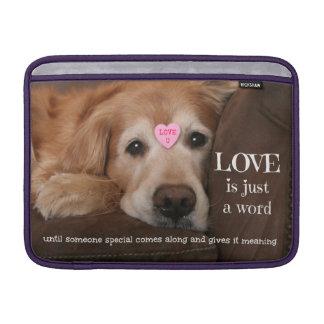 ゴールデン・リトリーバー愛はちょうど単語です MacBook スリーブ