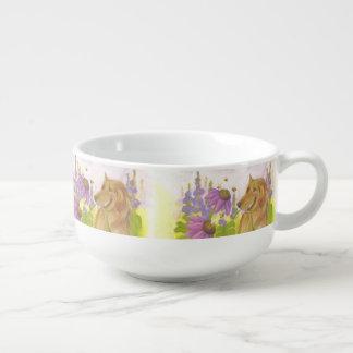 ゴールデン・リトリーバー、花および《昆虫》マルハナバチスープマグ スープマグ