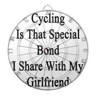 サイクリングは私が私のGirlfと共有するスペシャルの結束ことです ダーツボード
