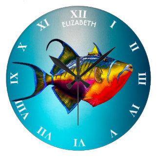 サイケデリックでカラフルなTriggerfishの魚のスケッチ ラージ壁時計