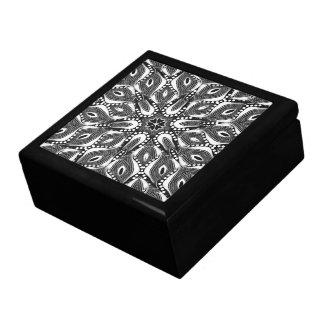 サイケデリックで幾何学的な蛇はギフト用の箱にラッカーを塗りました ギフトボックス
