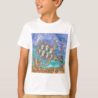 サイケデリックなウミガメのタツノオトシゴの芸術 Tシャツ