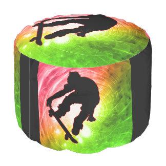 サイケデリックなサイクロンでスケートボードをすること プーフ