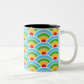 サイケデリックな虹パターン ツートーンマグカップ