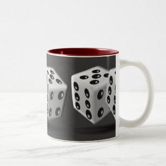 サイコロの世界 -- 人の洞窟のマグ ツートーンマグカップ