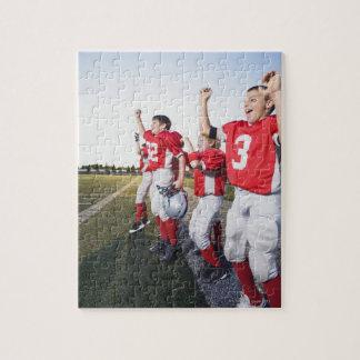 サイドラインで元気づけているフットボール選手 ジグソーパズル