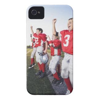 サイドラインで元気づけているフットボール選手 Case-Mate iPhone 4 ケース