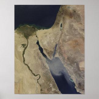 サウジアラビアからの黄褐色の塵の雲 ポスター
