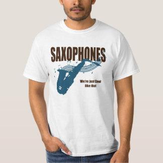 サクソフォーンのカッコいいはそれを好みます Tシャツ