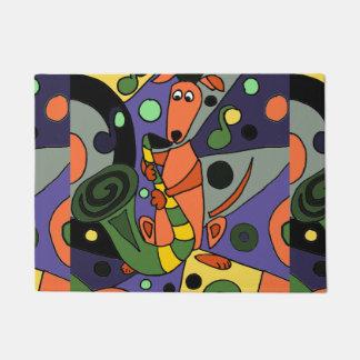 サクソフォーンの芸術を遊んでいるおもしろいなグレイハウンド犬 ドアマット