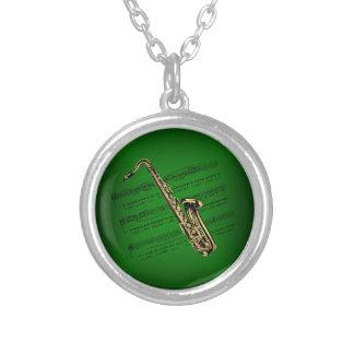 サクソフォーンw/Sheet音楽~の深緑色の背景 シルバープレートネックレス