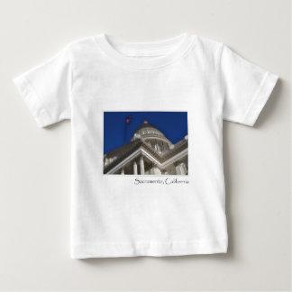 サクラメントカリフォルニアの国会議事堂の建物 ベビーTシャツ