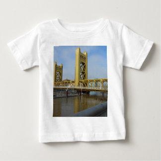 サクラメントタワー橋 ベビーTシャツ