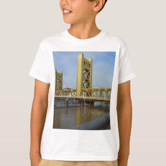 サクラメントタワー橋 Tシャツ