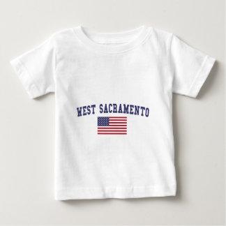 サクラメント西の米国の旗 ベビーTシャツ