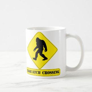 サスカッチの交差のマグ コーヒーマグカップ