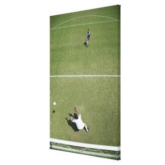サッカーのゴールキーパーの行方不明のサッカーボール2 キャンバスプリント