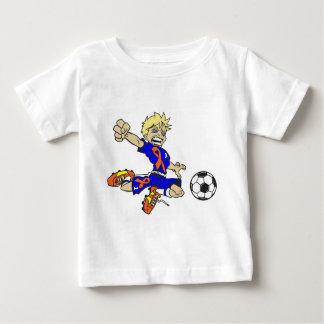サッカーの男の子のオレンジのリボン ベビーTシャツ