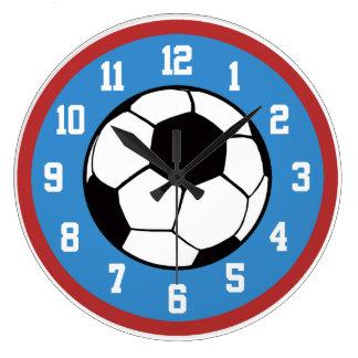 サッカーの赤および青 ウォールクロック