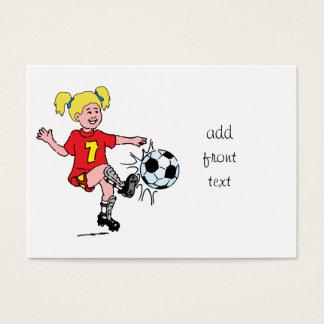 サッカーを遊んでいる小さな女の子 名刺