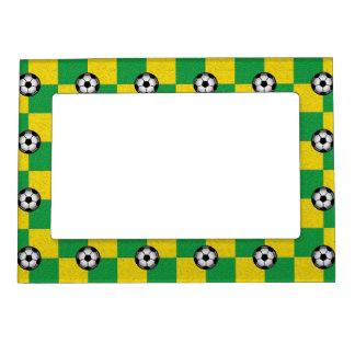 サッカーボールとのチェック模様の緑の黄色 マグネットフレーム