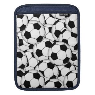 サッカーボールのコラージュ iPadスリーブ