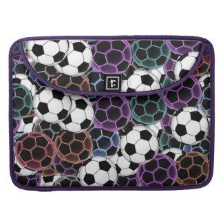 サッカーボールのコラージュ MacBook PROスリーブ