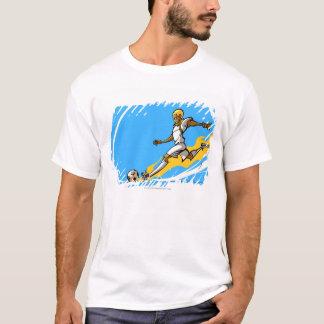 サッカーボールを蹴っているサッカーの選手 Tシャツ