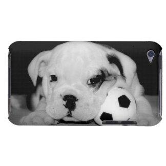 """""""サッカー子犬""""の英国のブルドッグ Case-Mate iPod TOUCH ケース"""