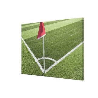 サッカー競技場の赤い角の旗 キャンバスプリント