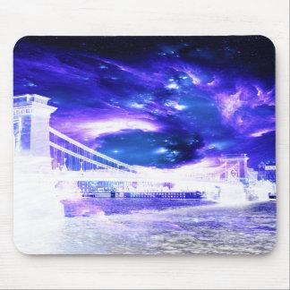 サファイアのブダペストの紫色の夢 マウスパッド