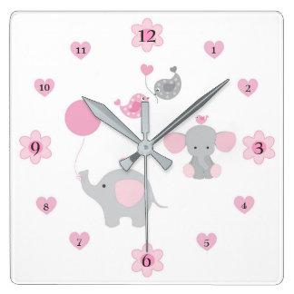 サファリ象のピンクの灰色の灰色の女の赤ちゃんの子供部屋 スクエア壁時計