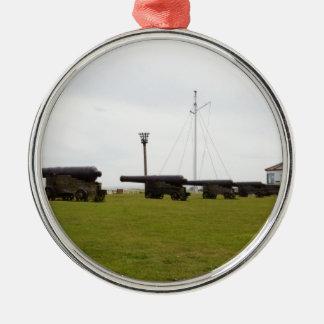サフォークを守る大砲 シルバーカラー丸型オーナメント
