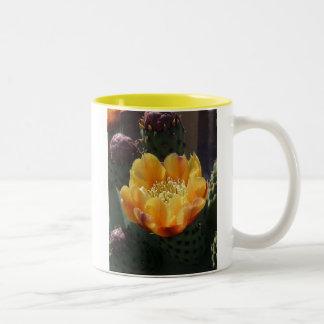 サボテンの開花 ツートーンマグカップ