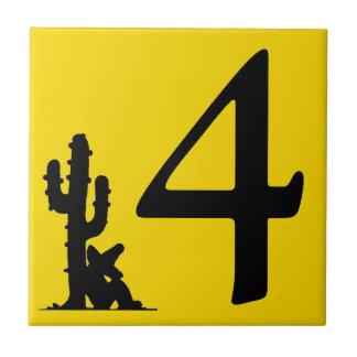 サボテンの黄色の熱い第4 4タイルによる昼寝 タイル