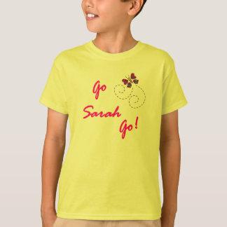 サラは行きます行きます! 蝶子供 Tシャツ