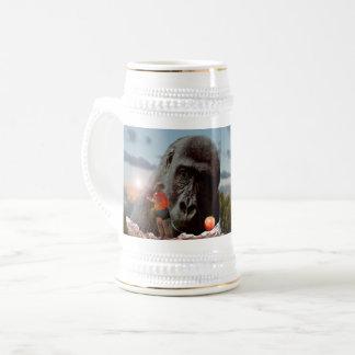 サルと昼食を共有すること、 ビールジョッキ