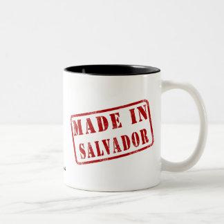 サルバドルで作られる ツートーンマグカップ