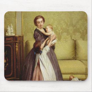 サロンの彼女の子供を持つ若い母 マウスパッド