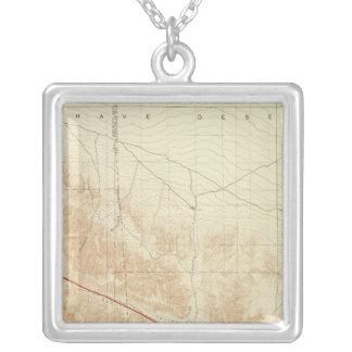 サンアンドレアスの切れ間を示すサン・アントニオの四角形 シルバープレートネックレス