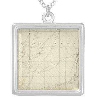 サンアンドレアスの切れ間を示すHesperiaの四角形 シルバープレートネックレス