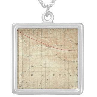 サンアンドレアスの切れ間を示すMt Pinosの四角形 シルバープレートネックレス