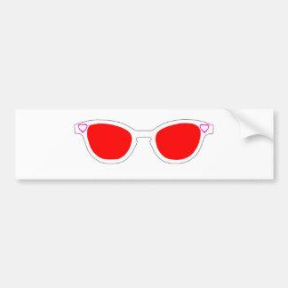 サングラスの白い縁の赤いレンズマゼンタのHeartsThe MU バンパーステッカー
