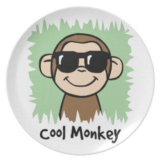 サングラスを持つ漫画の切り貼り芸術のカッコいい猿 プレート