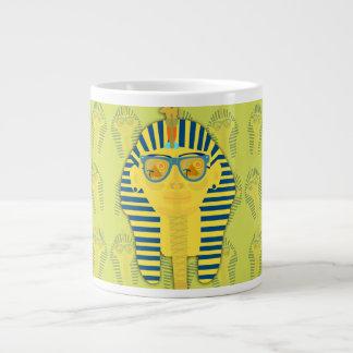 サングラスを持つTut緑王 ジャンボコーヒーマグカップ