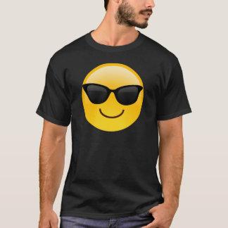 サングラスクールなEmojiが付いている微笑の顔 Tシャツ